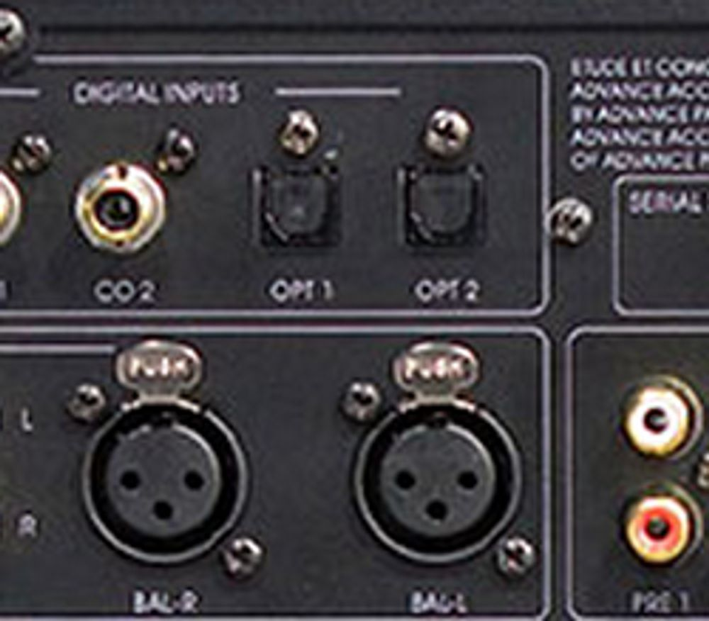 Entrées XLR et numériques du Advance X-Preamp