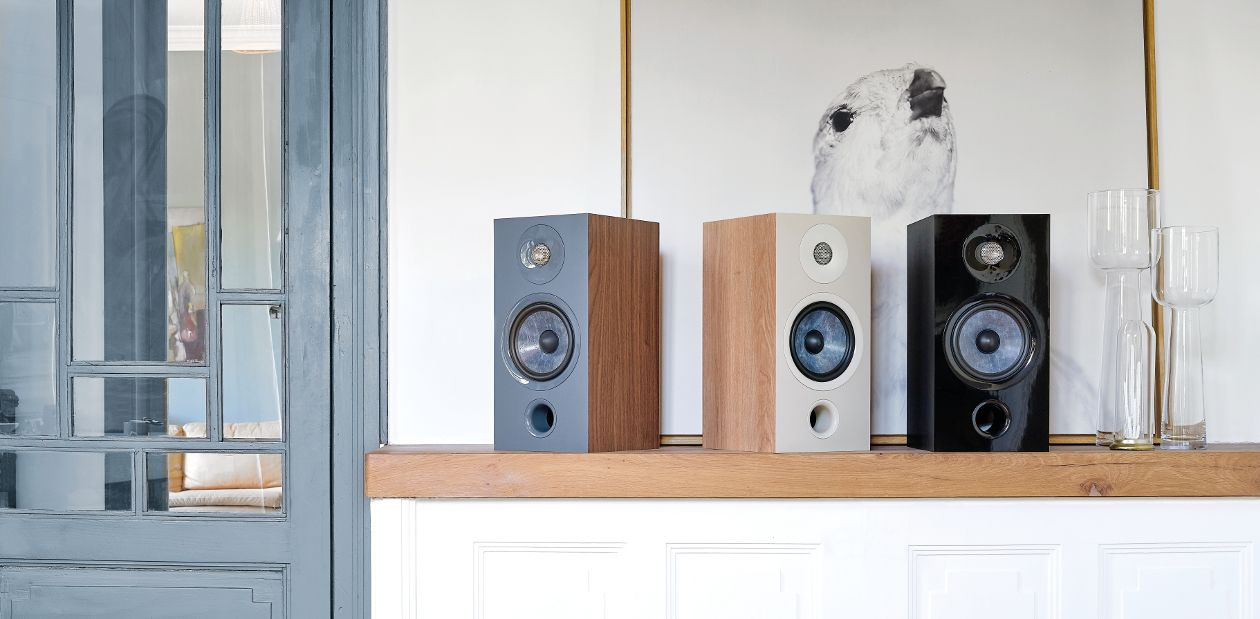 Focal Chora vous est proposée en finition Black, Dark Wood ou Light Wood